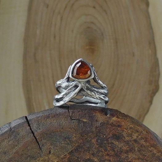 Серебряное кольцо Эльфийское с оранжевым фианитом
