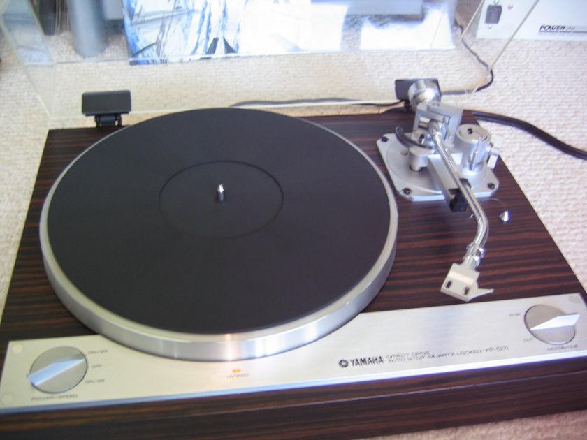 Yamaha YP-D71 turntable
