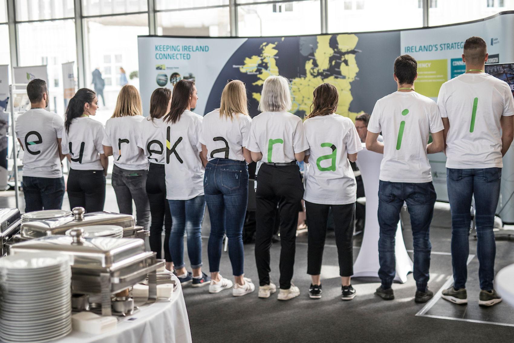 'Guerilla actie' met Sloveense studenten op de Europese Ten-T beurs in Ljubljana om EurekaRail onder de aandacht te brengen.