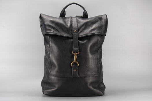 """Черный кожаный рюкзак """"SlashDash"""""""