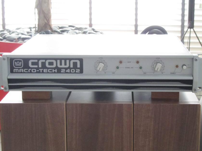 Crown International Macrotech 2402 Stereo amplifier