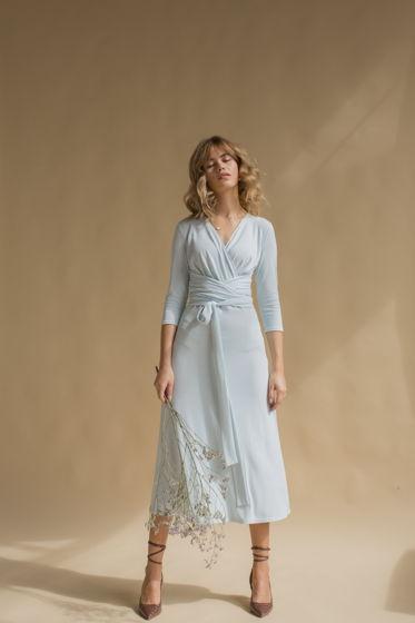 Платье с завязками в небесно-голубом цвете