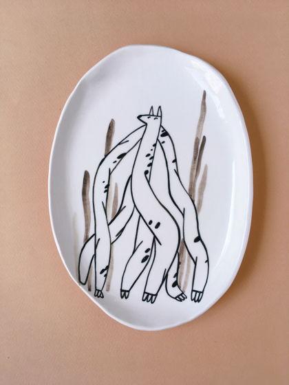 тарелка с собакой в осоке
