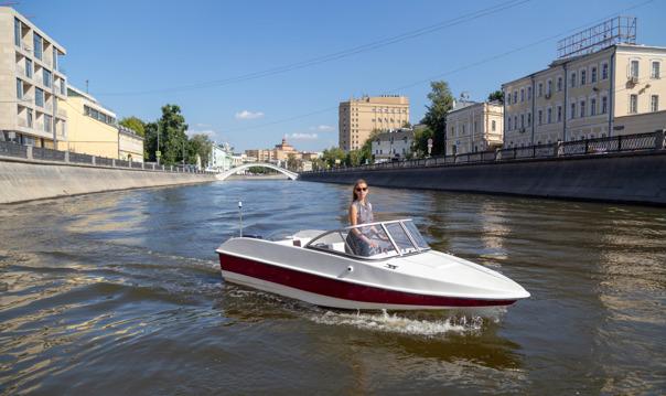 Прогулка на катере без капитана по Москва-реке