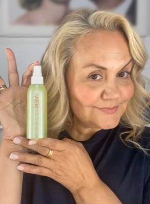 Caroline Hirons recommends VENeffect skin care for menopause