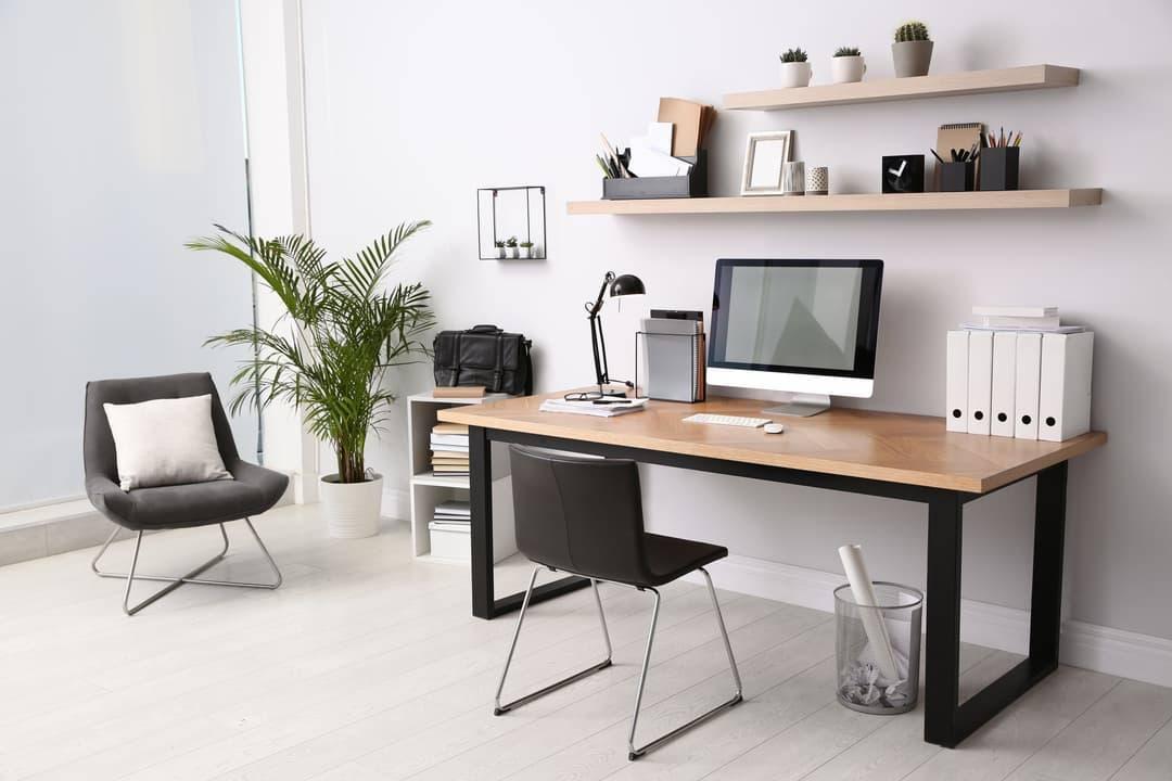 Bureau en bois industriel et étagères de bureau