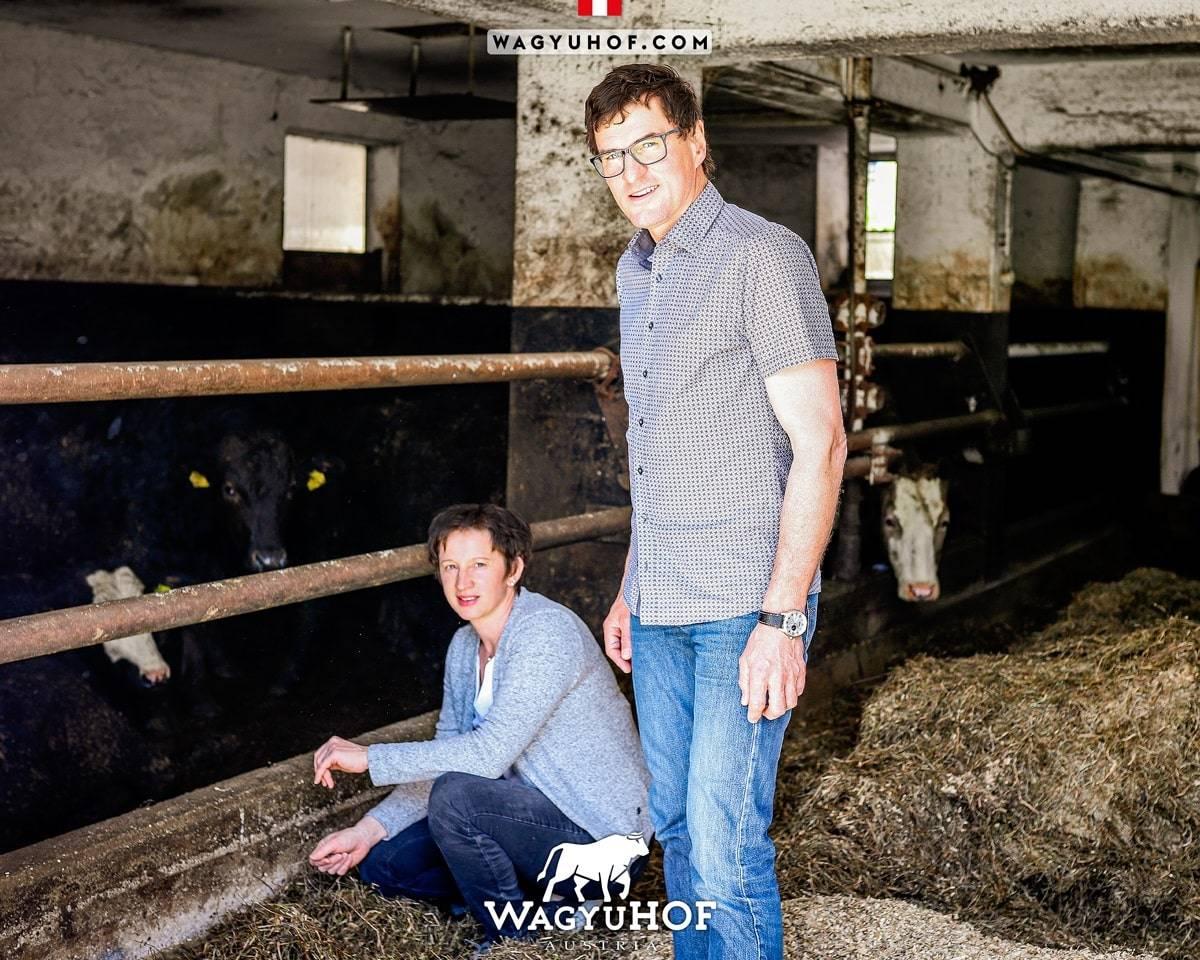 Renate und Fritz Stöffelbauer im Stall