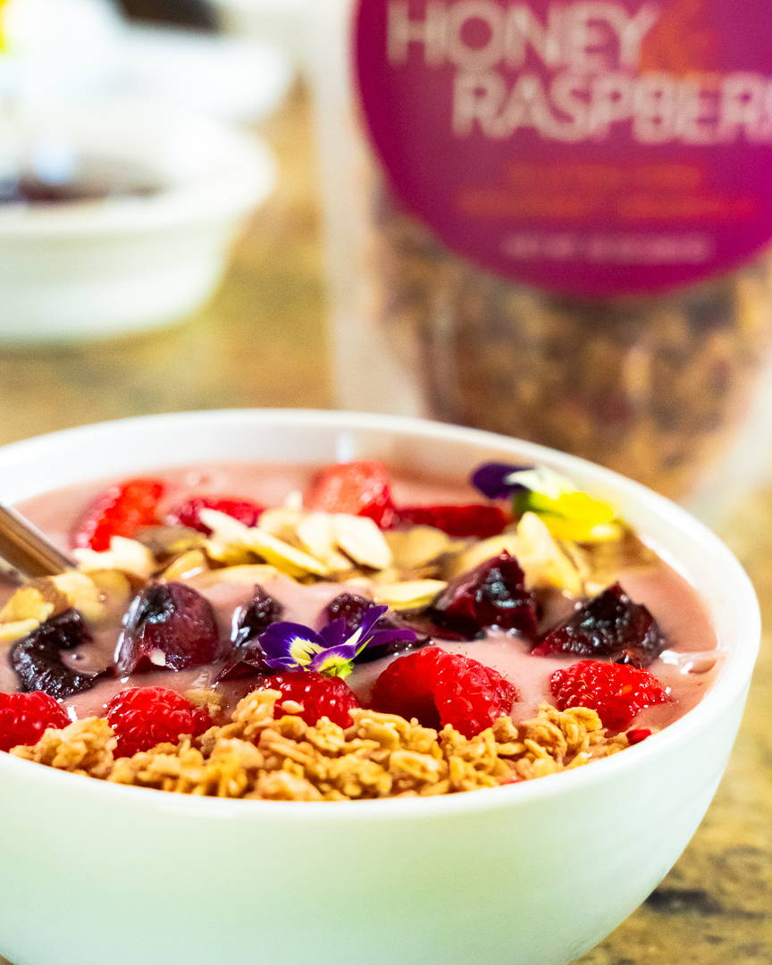 summer smoothie bowl recipe with granola