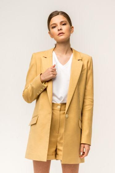 Светло-желтый костюм с шортами