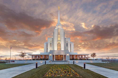 Picture of the Rexburg Temple and grounds.