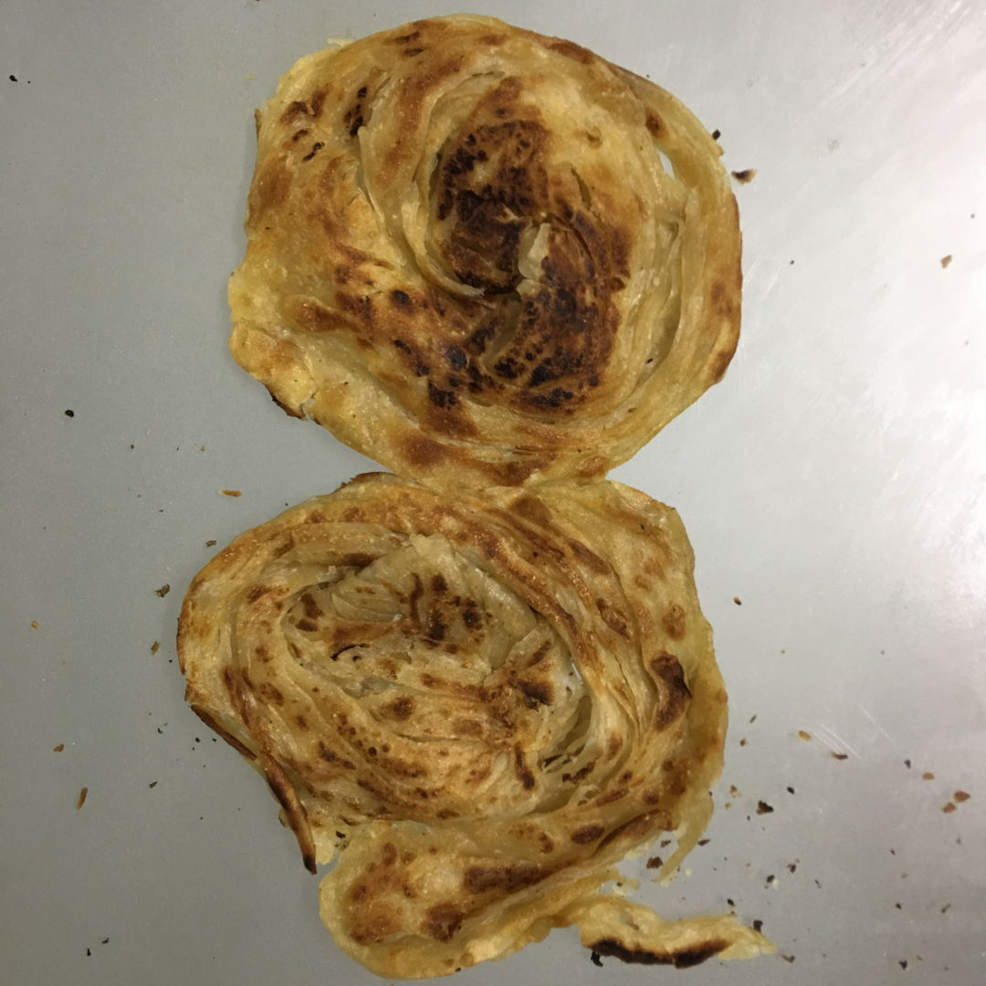 Haha. Over kneaded dough. Can't stretch and flatten to flip. Thanks Grace sifu for solving the mystery. LOL.  Taste good.