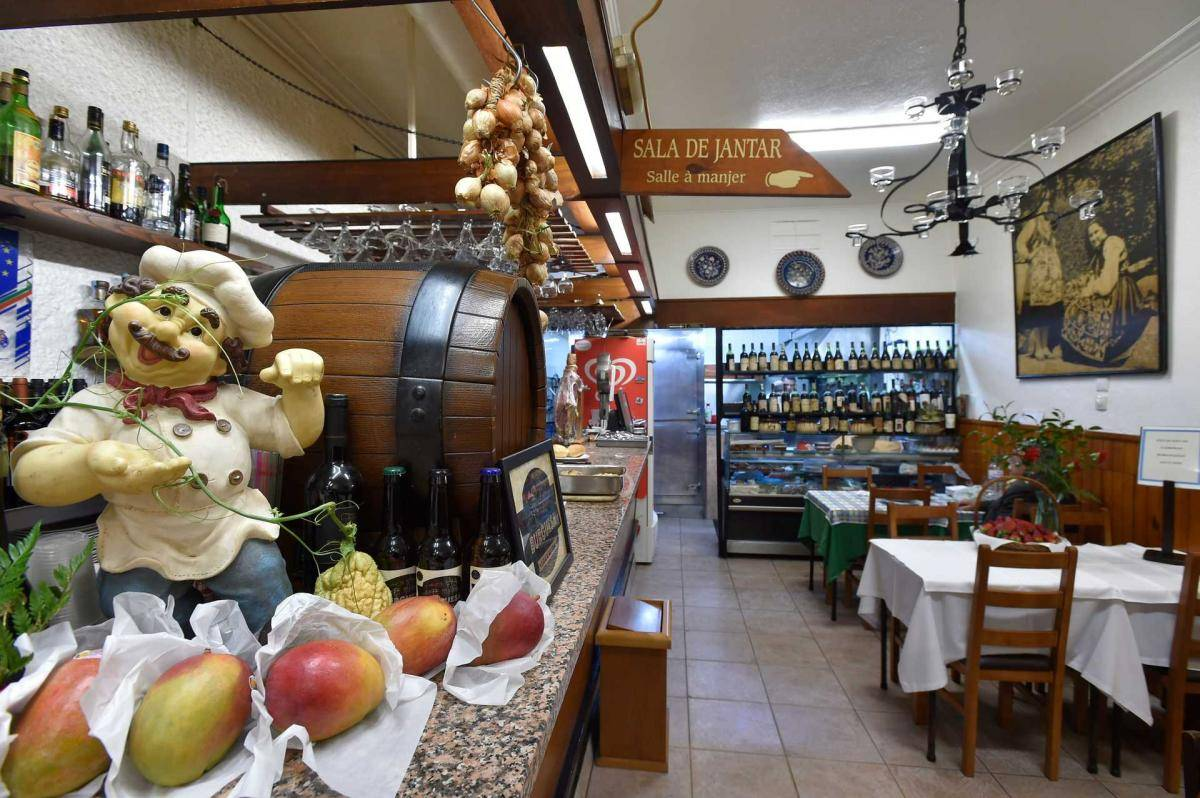 Our team picks restaurante Antunes as one of the best traditional restaurants in Porto.
