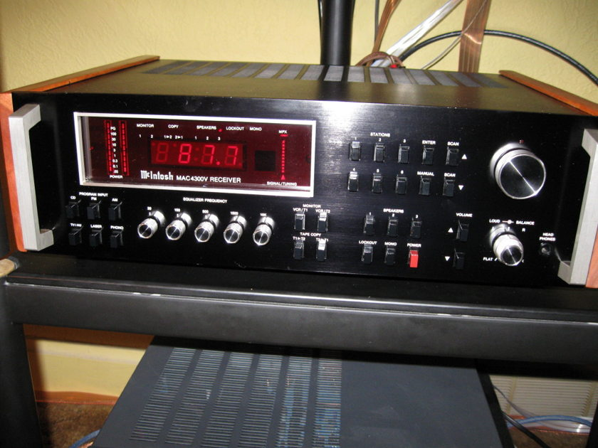 McIntosh 4300V FM/AM  Receiver