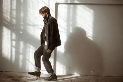 Дымчато-графитовые брюки на резинке со шнурком - 50