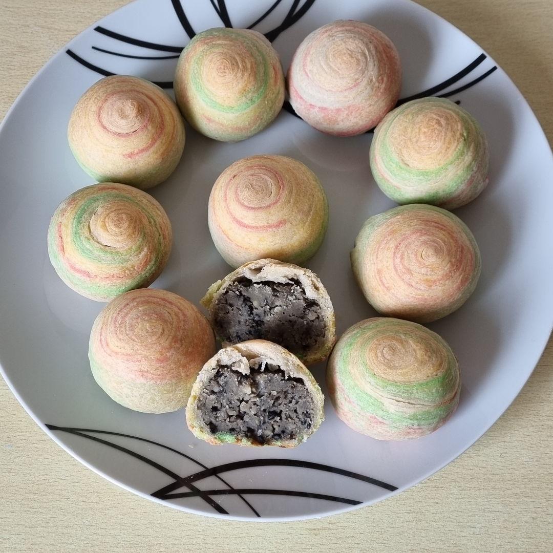 Rainbow moon cake . Filling mung bean with black sesame seeds.