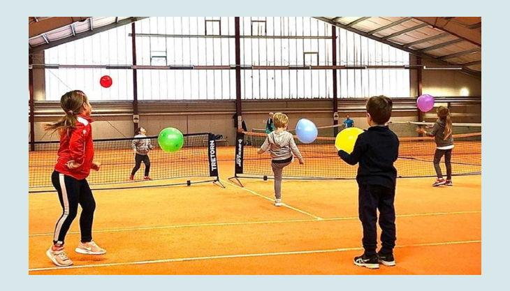 tennisjessen kindergeburtstag spielfeld kinder luftballons