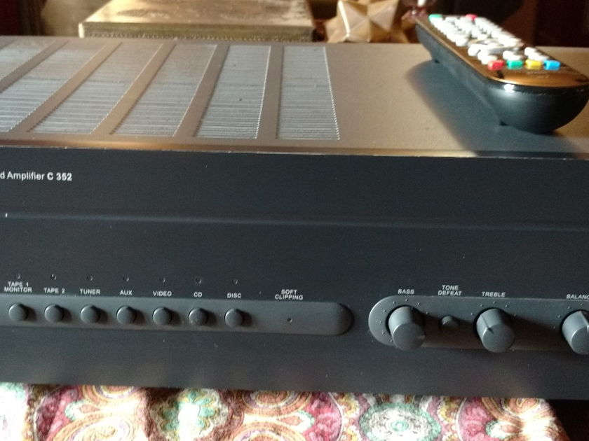 NAD C352 Integrated amp
