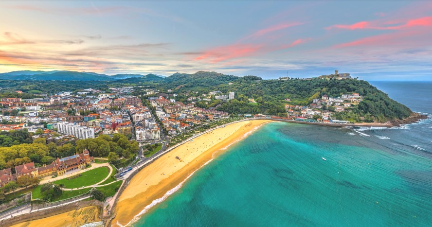 San Sebastián, España - looking across concha bay to ondarreta beach antiguo and mount igueldo from above