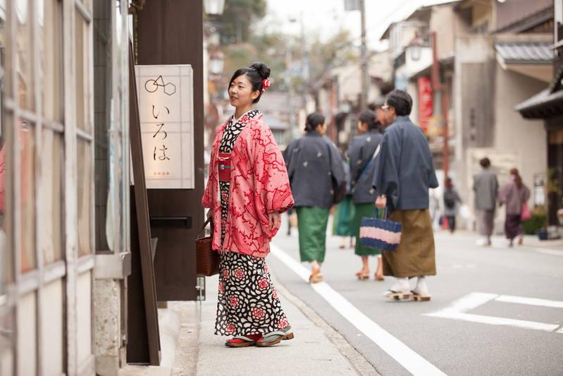 women wearing a yukata in onsen town of kinosaki