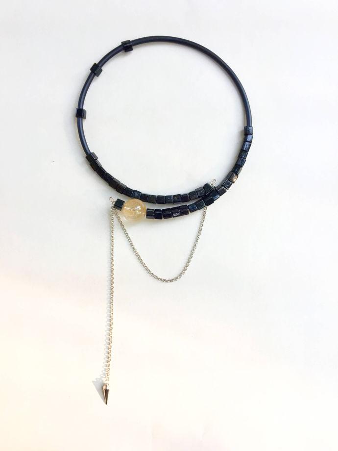 Чокер «Золотой скорпион», рутиловый кварц и стекло