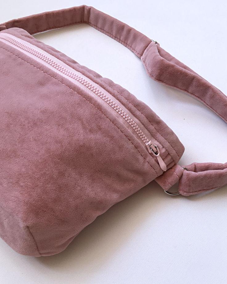 Поясная сумка из бархатной ткани розового цвета