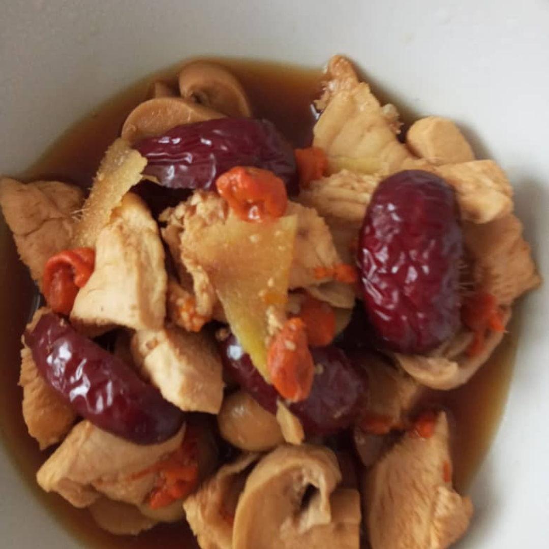 Chicken with goji berries & red dates 😊🙏🏻