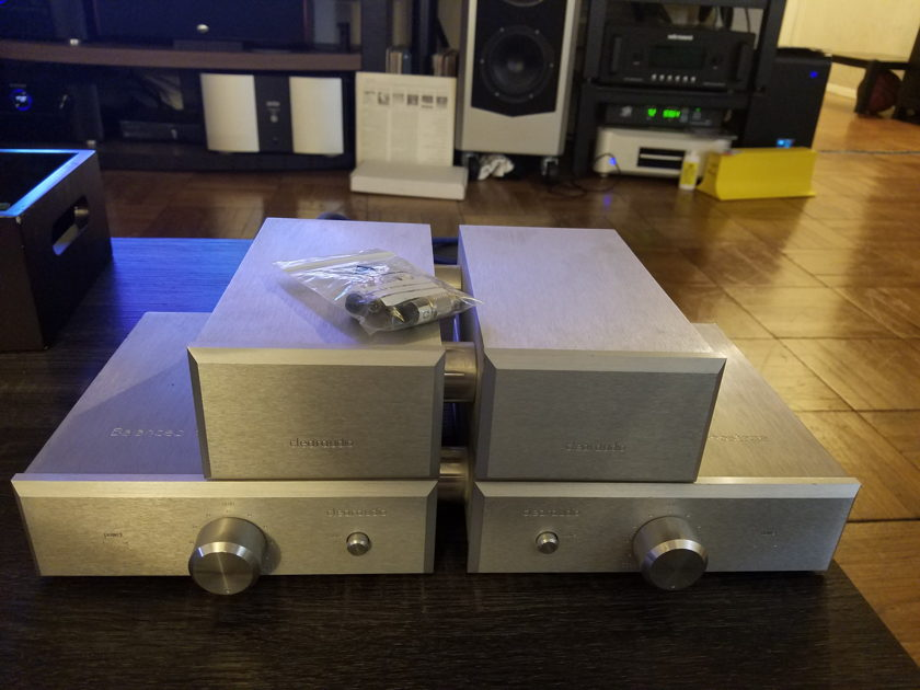 Clearaudio balanced reference phono stage with seperate power
