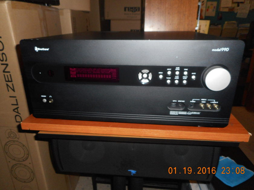 Outlaw Audio Model 990 7.1 Preamp/ Processor