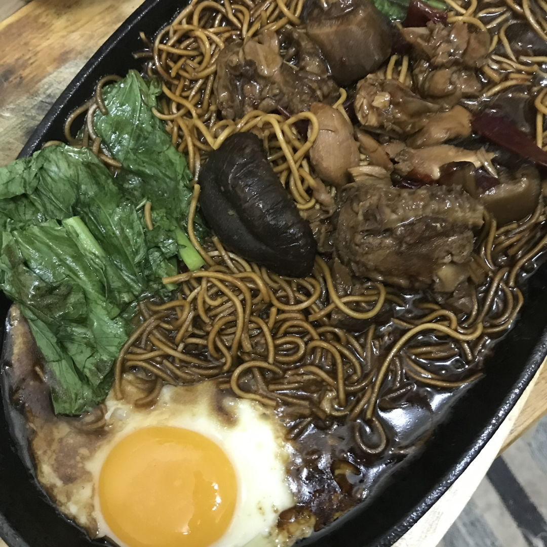 Sizzling yee mee! Usually i eat them at the malls food court but now i made them myself! Yipee