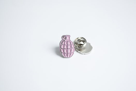 Металлический значок «граната» розовая