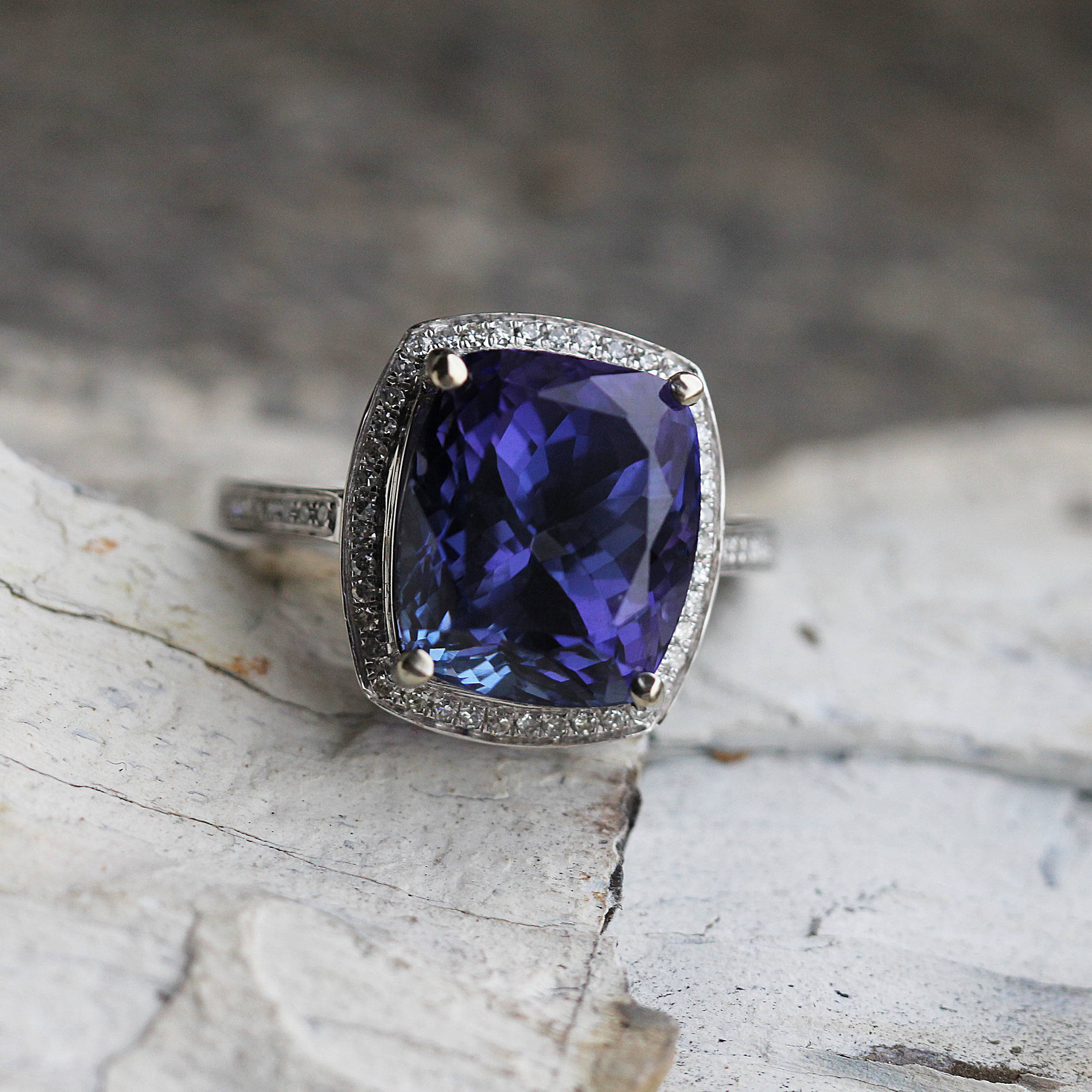 RARE VIOLET TANZANITE ENGAGEMENT RING WITH DIAMOND ACCENTS, WHITE GOLD