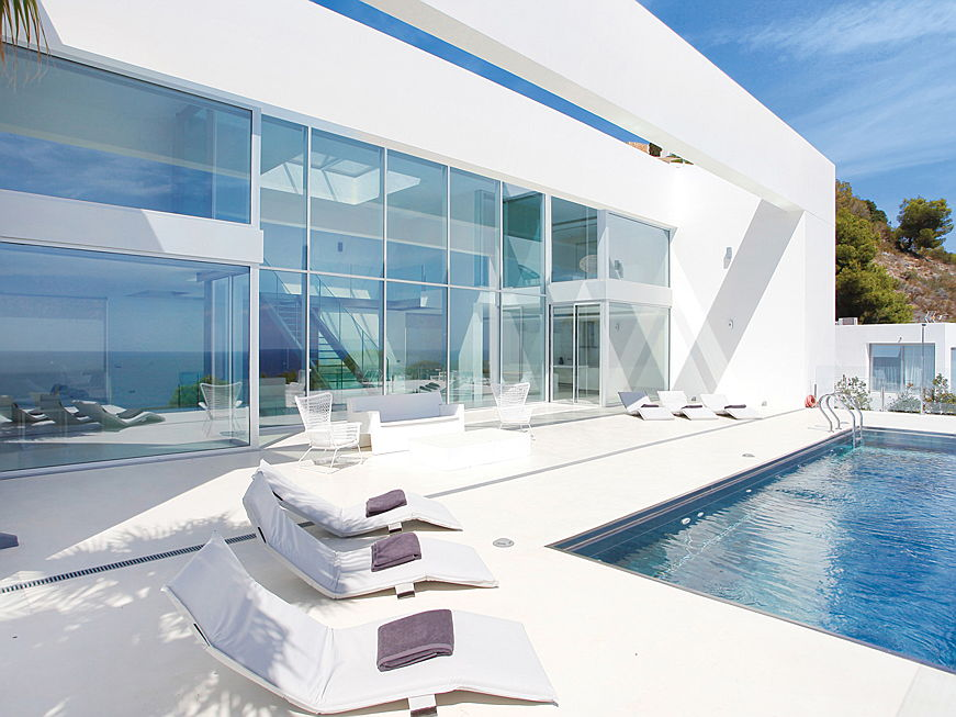 Sintra - High demand for luxurious properties like villas on Ibiza and a high standard of living - prices for real estate on Ibiza continue to rise.