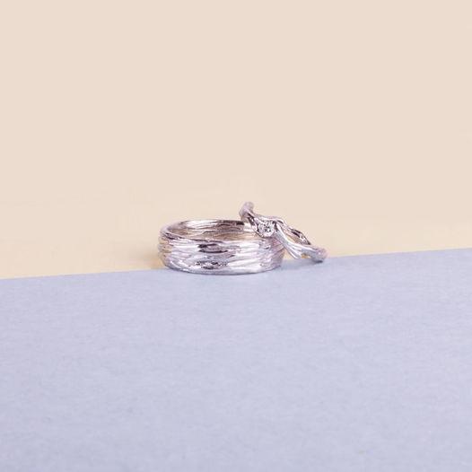 Золотые обручальные кольца с бриллиантом «Кора» и «Веточка»