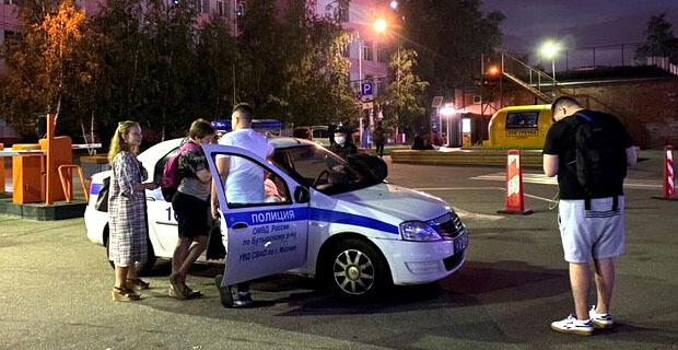 Полицейские явились ночью к журналисту «Дождя» из-за сюжета о голосовании по поправкам с подставных SIM-карт - Новости радио OnAir.ru