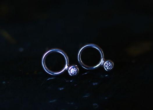 Крошки-гвоздики О2 со сверкающим белым цирконом