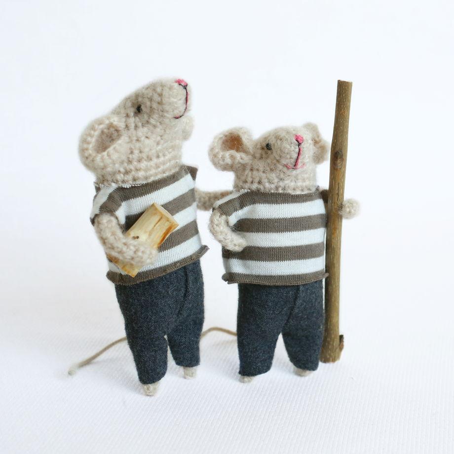 Вязаный мышонок Эдуард (в наличии, который поменьше)