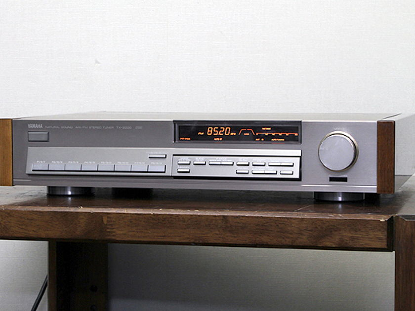VINTAGE YAMAHA TX-2000 AM/FM STEREO TUNER IN GREAT CONDITION