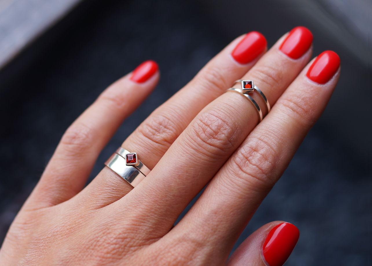 Двойное кольцо на верхнюю фалангу с благородным топазом или гранатом