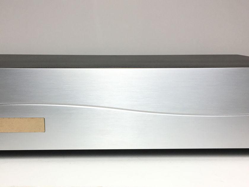 MIT Cables Z Powerbar  230V 10Amp Twist Lock Power Conditioner
