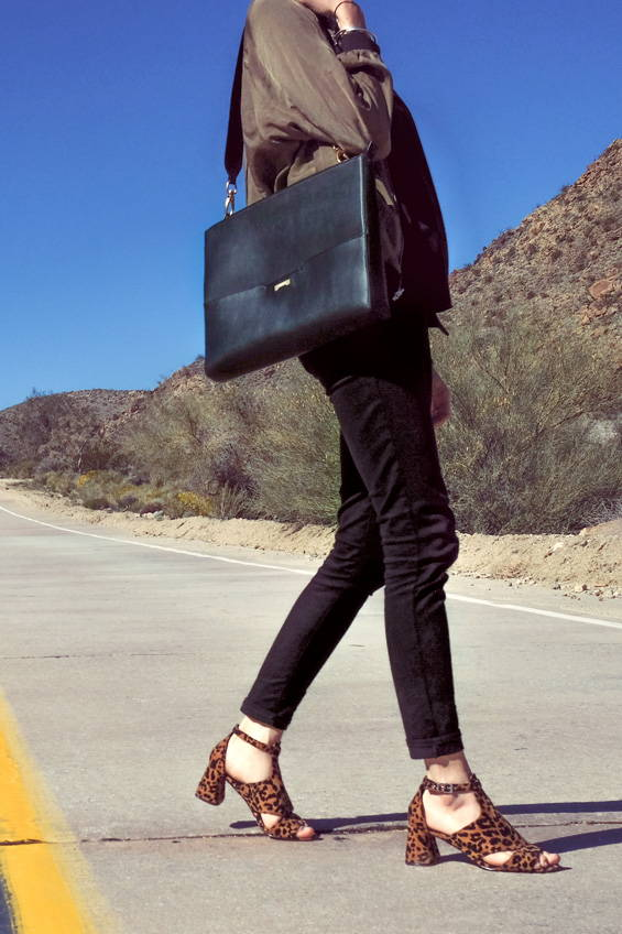 Black Laptop bag for women made in vegan and ecofriendly black leather