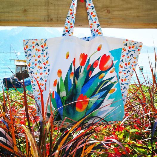 Пляжная сумка с авторским принтом «Тюльпаны»