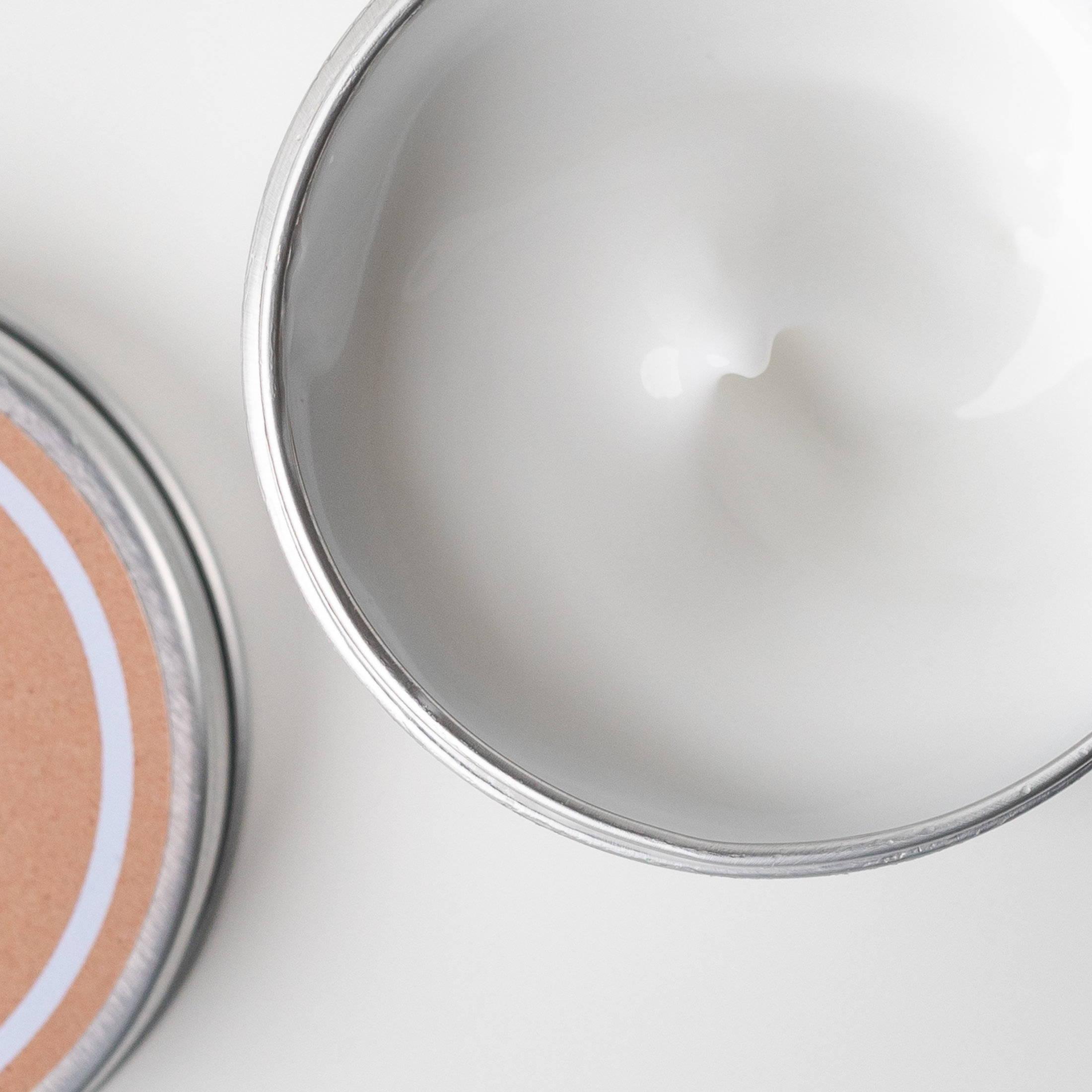 La crème au lait de chèvre Soin Amalthée permet à votre peau d'être parfaitement hydratée et nourrie.