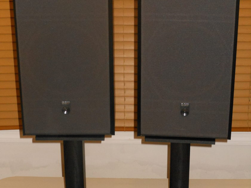 B&W  DM 310  WITHH STANDS