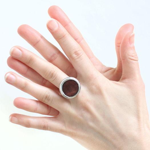 Кольцо круглой формы из дерева