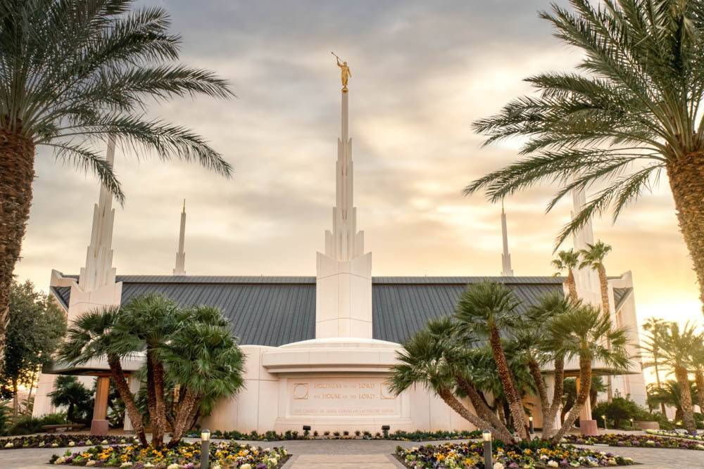 Photo of the side of the Las Vegas Nevada LDS Temple.