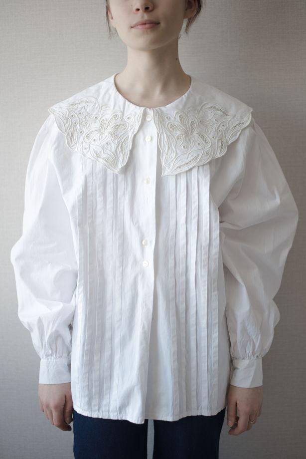 Винтажная блузка из хлопка с вышитым воротником-ришелье