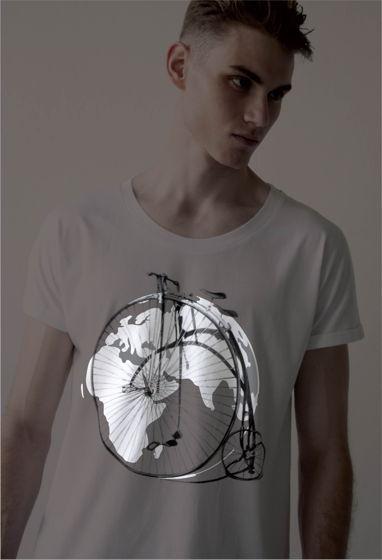 Мужская футболка с цельнокроеным рукавом и светящимся принтом