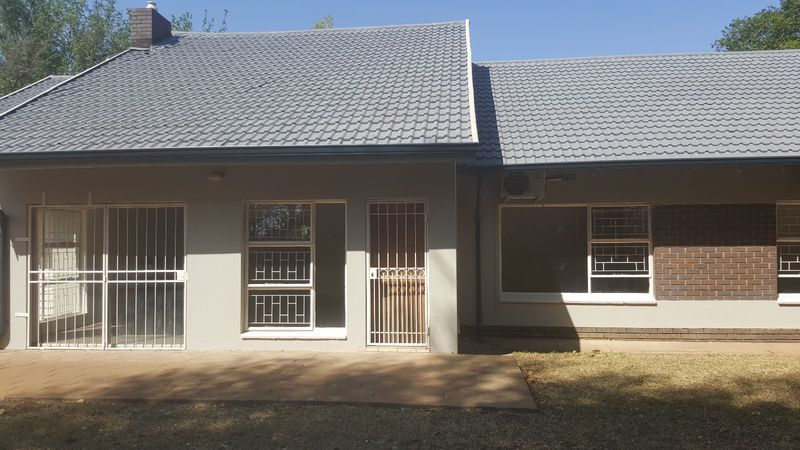 Real estate in Hartbeespoort Dam - ENV23703.jpg