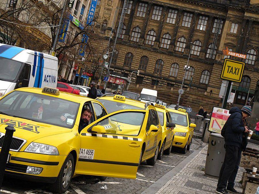 как добраться из аэропорта в центр праги на такси