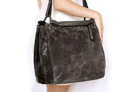 Серая замшевая сумка Eira